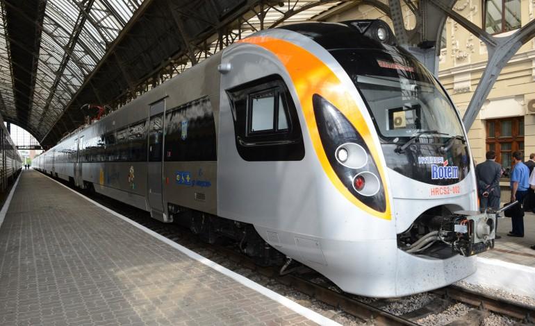 У Тернополі потяг збив 67-річного чоловіка