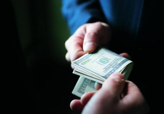 Секретаря міської ради зловили на хабарі