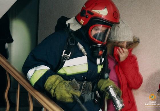 У Тернополі трапилася пожежа в багатоповерхівці - евакуювали 42 особи (фото, відео)