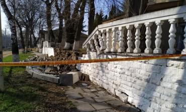 В лікарні на Тернопільщині обвалився мур (фото)