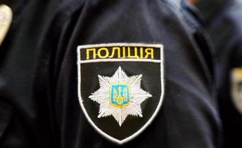 Тернопільські правоохоронці розшукують зловмисників, що викрали з автомобіля 820 тисяч (відео)
