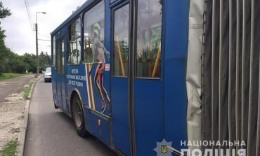 У Тернополі після наїзду тролейбуса померла пенсіонерка (фото, відео)