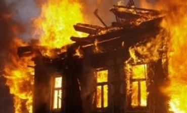 На Тернопільщині ледь не згоріли два житлових будинки