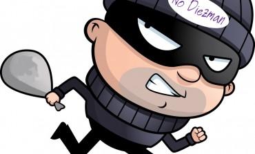 Злодій викрав парфуми в магазині і поніс на базар